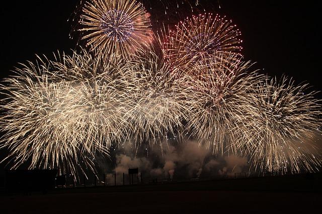 fireworks-545860_640